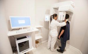 alta tecnología clínica dental De La Riva