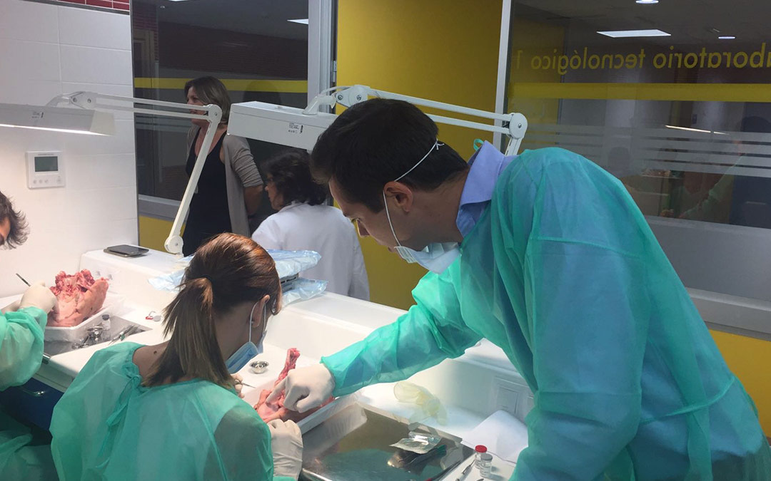 Máster Universitario en Implantología Oral y Prótesis Implantosoportada